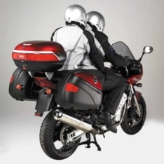 Givi PL348 tubular sideracks and an FZ348 Monorack toprack carry color-matched E41 Keyless and E52 New Maxia cases on the FZ1/FZS1000 Fazer.